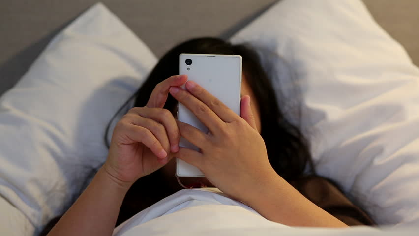27yo Mother with Habit of Playing Her Phone & Sleeping Late Found Dead in Bed - WORLD OF BUZZ