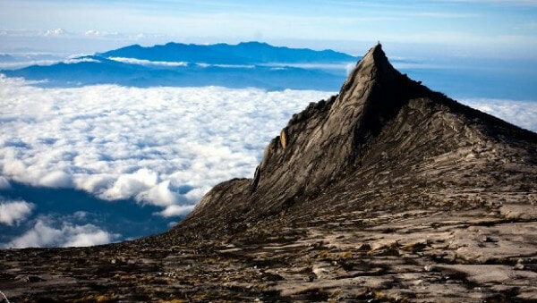 Tourists Leaving Behind Notes With Their Names On Top Of Mount Kinabalu - WORLD OF BUZZ 1