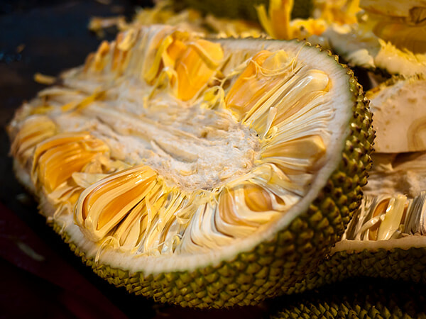 "Article by UK-Based Portal Calling Jackfruit An ""Ugly, Smelly, & Unharvested Pest-Plant"" Goes Viral & Asians Are Not Having It - WORLD OF BUZZ 1"