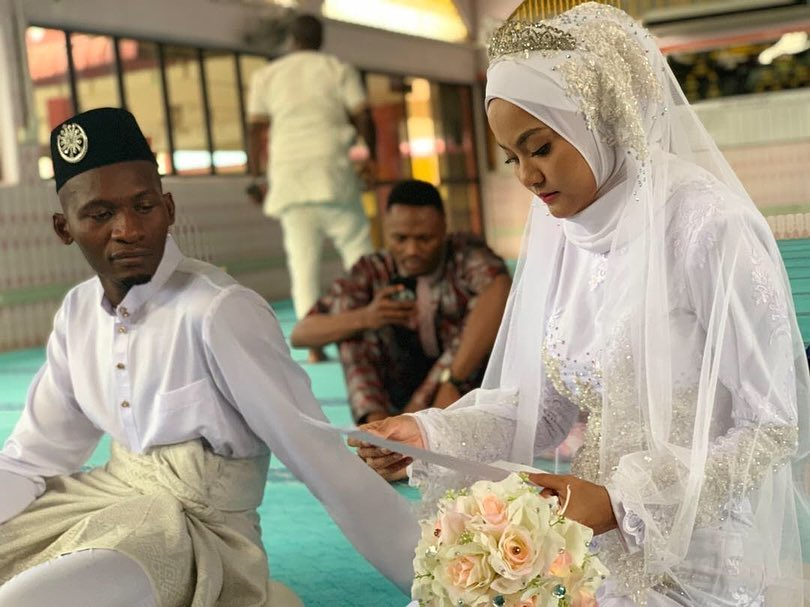 Malaysian Girl Marries African Man Who Comforted Her When She Was Crying in Sweet Ceremony - WORLD OF BUZZ 2