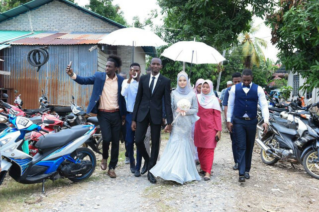 Malaysian Girl Marries African Man Who Comforted Her When She Was Crying in Sweet Ceremony - WORLD OF BUZZ 3