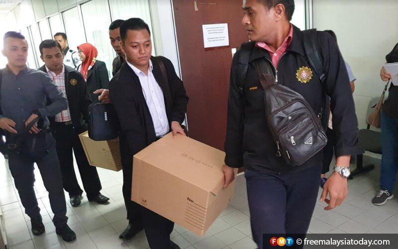 JPJ Officer Faces 660 Years in Jail For Lorry Driver Protection Bribes, 8 Others Face Similar Charges - WORLD OF BUZZ 2