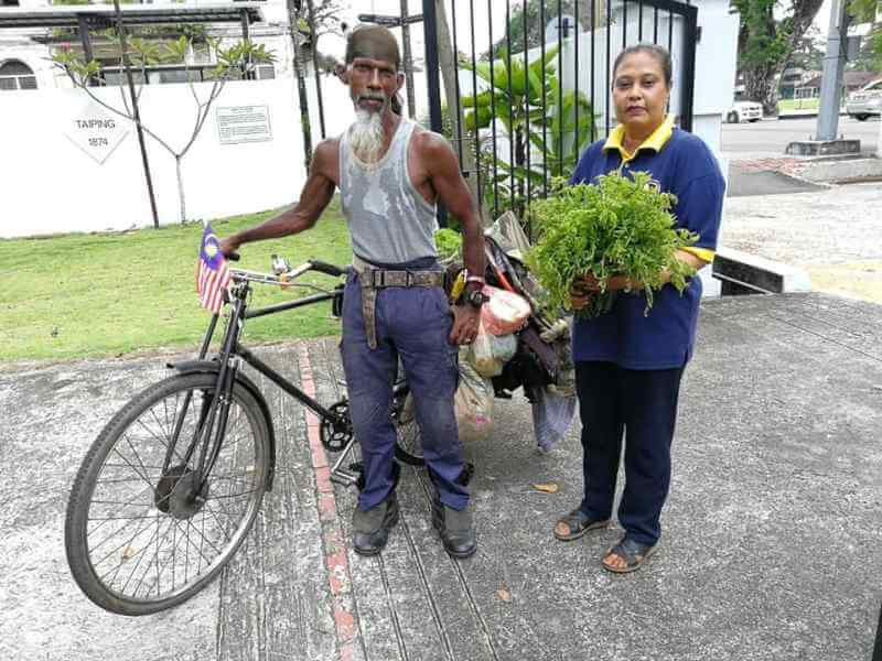 This Man Loves Taiping So Much, He'd Rather Clean the Streets For Free Than Find a Job - WORLD OF BUZZ 2