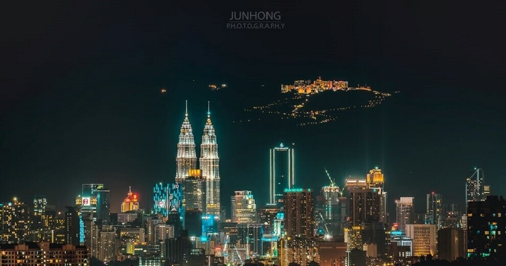 This Viral Photo Of Kuala Lumpur & Genting May Look Fake, But It's 100% Real! - WORLD OF BUZZ