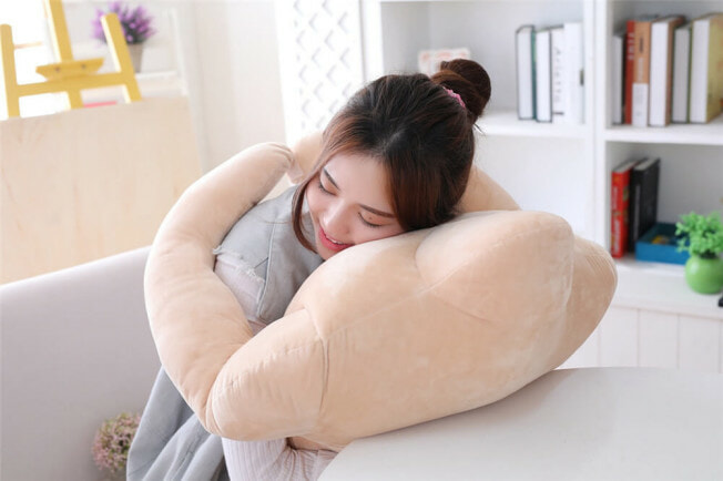 You Can Now Buy a Muscular BF Pillow with Six-Pack Abs For All The Cuddles You Want! - WORLD OF BUZZ 1