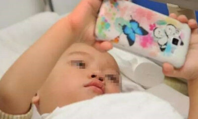 2yo Girl Suffers From 900-Degree Short-Sightedness After Playing Smartphone for Over a Year - WORLD OF BUZZ 1
