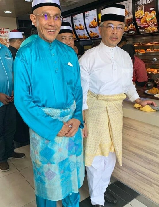 Agong Spotted Waiting In Line & Ordering At Kfc Outlet In Pahang - World Of Buzz