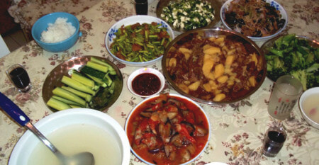 Aunty With Broken Wrist Cooked For Raya Her Guests But They Decided Not To Show Up - WORLD OF BUZZ