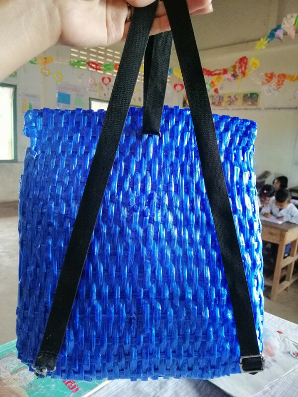 Father Can't Afford to Buy His Son A School Bag, So He Made One Using Only Raffia String - WORLD OF BUZZ 3