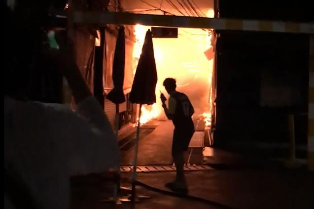 Fire Destroys Over 100 Shops At Chatuchak Market, Likely Caused By Transformer Blast - WORLD OF BUZZ