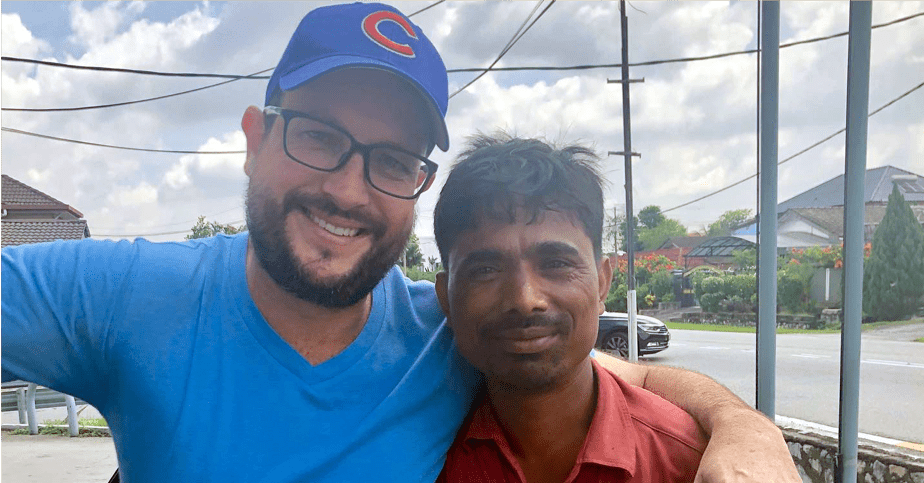 Honest Rohingya Refugee Finds Lost Phone & Wallet and Returns Them to Owner In KL - WORLD OF BUZZ