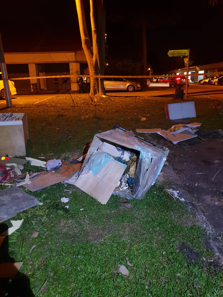 Jealous Johor Man Viciously Beats GF to Death with Rubber Pipe Then Stuffs Body Inside Box - WORLD OF BUZZ 1