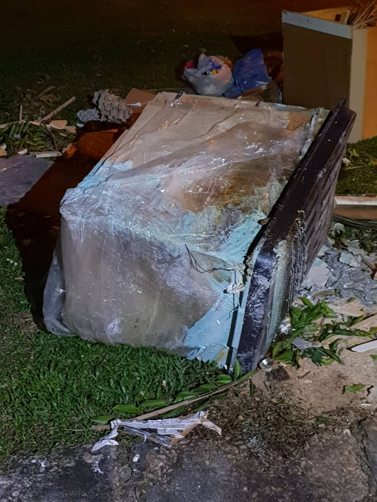 Jealous Johor Man Viciously Beats GF to Death with Rubber Pipe Then Stuffs Body Inside Box - WORLD OF BUZZ 2