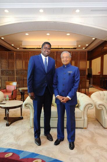Netizen Shares Mahathir-Hasmah Relationship Goals That Will Make You Go Aww - WORLD OF BUZZ 1