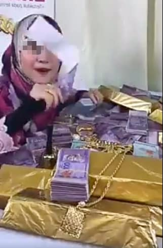 Online Entrepreneur Kantoi Showing Off Using Fake Money During Her FB Live - WORLD OF BUZZ 3