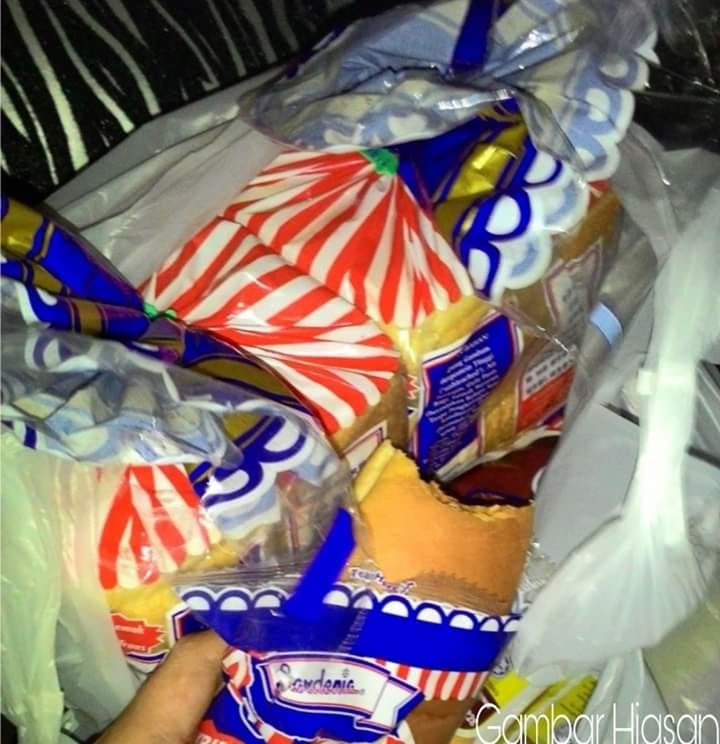 This Touching Story Of A Kind Pdrm Officer Helping A Man Who Stole Bread To Feed His Son Will Make You Cry - World Of Buzz 1