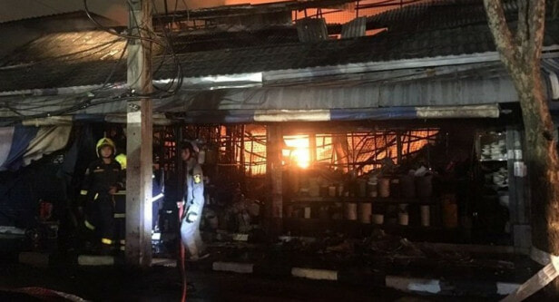 Watch: Fire Destroys Over 100 Shops At Chatuchak Market, Likely Caused By Transformer Blast - WORLD OF BUZZ 3