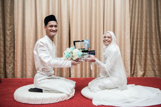 4 Just-Married Malaysian Couples Share What Guests Should REALLY Gift Them - WORLD OF BUZZ 15