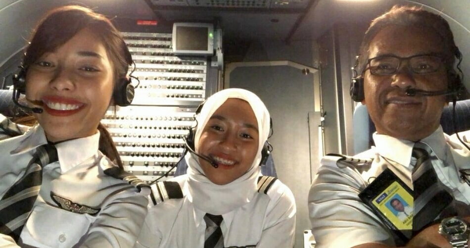 Female Pilot Shares How Her Pilot Father Left His 40-Year-Old Career, Just So He Could Fly With His Daughters - WORLD OF BUZZ 2