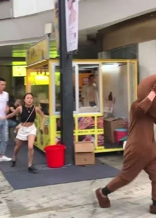 Man Travels 2,400km & Wears Bear Costume to Surprise GF, Sees Her in Another Guy's Arms Instead - WORLD OF BUZZ 2