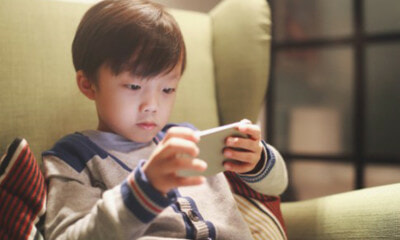 Phone Addiction In Kids Can Lead To Mental Illness, Parents Urged To Pay More Attention To Them - World Of Buzz