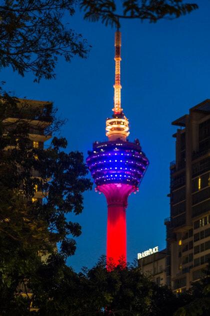 Photographer Captures The Colour Of Jalur Gemilang Illuminate National Landmark - WORLD OF BUZZ 2