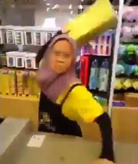 Video of Angry Cashier At Johor Store Yelling and Throwing Things At Mak Cik Goes Viral - WORLD OF BUZZ 1