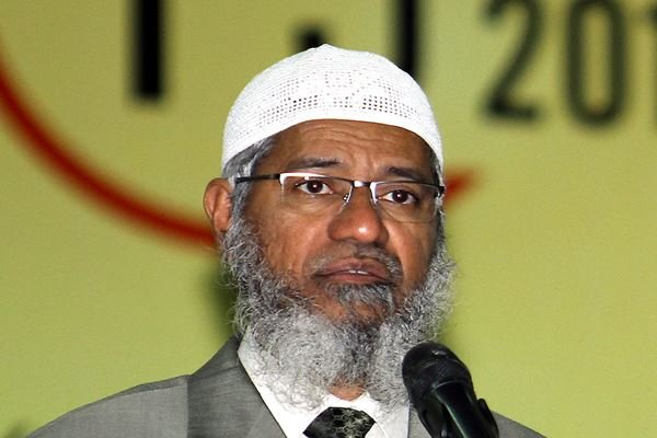 Zakir Naik Now Banned From Entering Sarawak, PDRM Currently Investigating Him - WORLD OF BUZZ