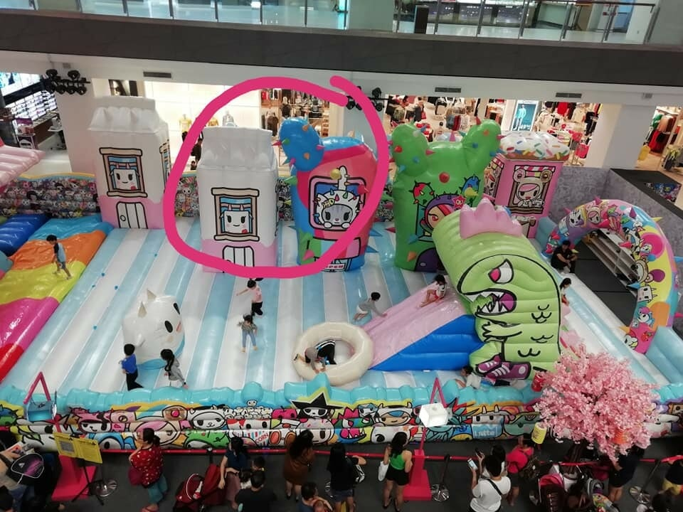 4yo Boy Fractures His Arm After Bully Pushes Him At Bouncy Castle in Johor Mall - WORLD OF BUZZ
