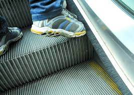 Here's Why Escalators Got Brushes on The Side & No, It's Not to Cuci Your Kasut - WORLD OF BUZZ 1