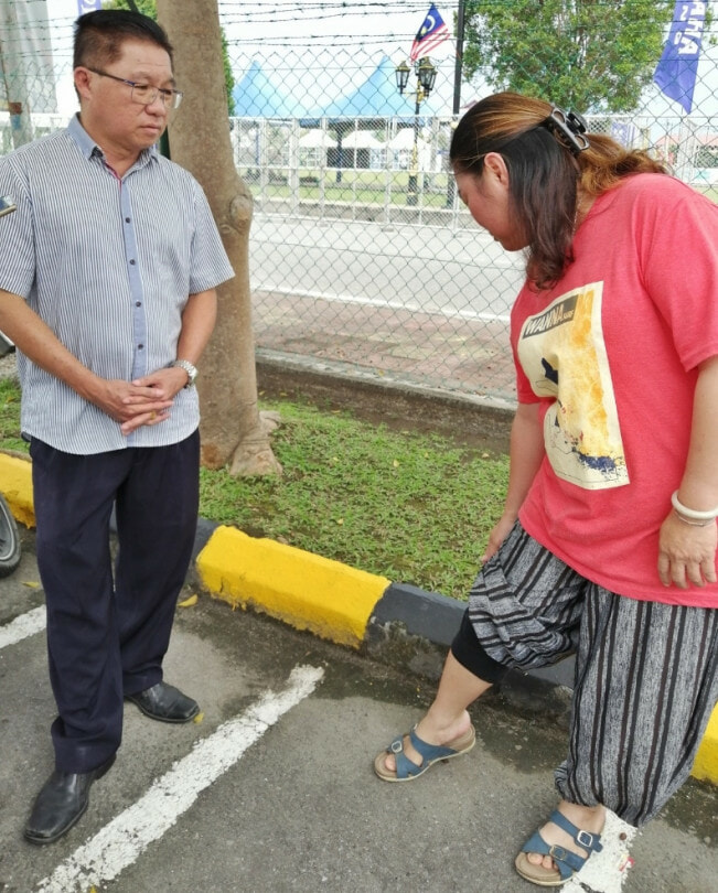 M'sian Woman Barred From Renewing Passport As Her 3/4 Pants Were Deemed Too Short - WORLD OF BUZZ 2