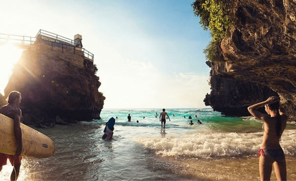 Unmarried Tourists No Longer Allowed To Stay Together In Bali Proposed New Rule - WORLD OF BUZZ 6