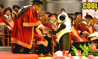 UniSZA Made A Historical Move By Opening Graduation Ceremony With A Robot - WORLD OF BUZZ