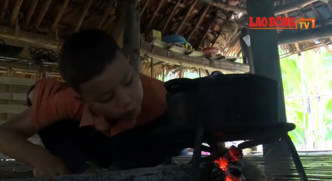 10yo Boy Lives on His Own & Grows Vege to Survive After Grandma and Father Dies - WORLD OF BUZZ 3