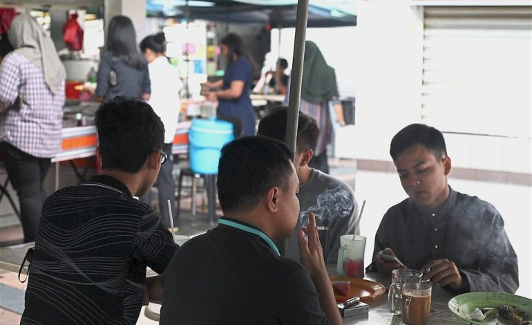 MOH: Smokers Will Be Fined RM10,000 For Smoking At F&B Outlets Starting January 2020 - WORLD OF BUZZ 1