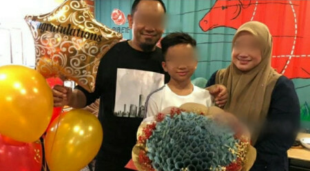 M'sian Parents Gave RM10K Cash Bouquet To Son For Achieving Great UPSR Results! - WORLD OF BUZZ 2