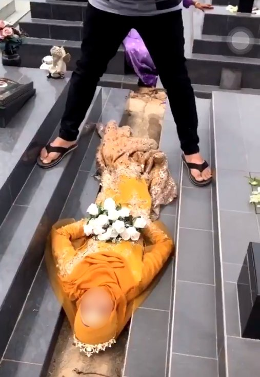 M'sian Woman Gets Public Backlash After Having Bridal Photoshoot In Christian Cemetery - WORLD OF BUZZ 2