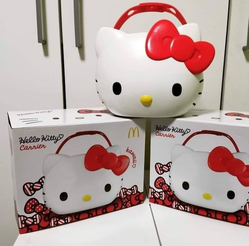 Scalpers in M'sia Are Selling the McDonald's Hello Kitty Carrier Online for Prices Up to RM3,000 - WORLD OF BUZZ 2