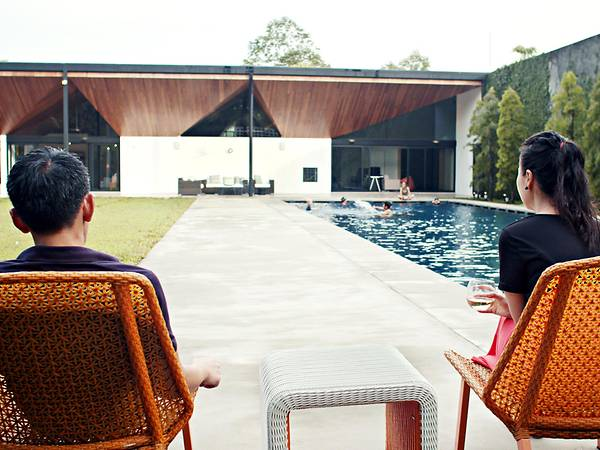 SG Family Moves To Johor, Builds A 43,000 sqft Mansion Complete With Pool & Football Field - WORLD OF BUZZ 2