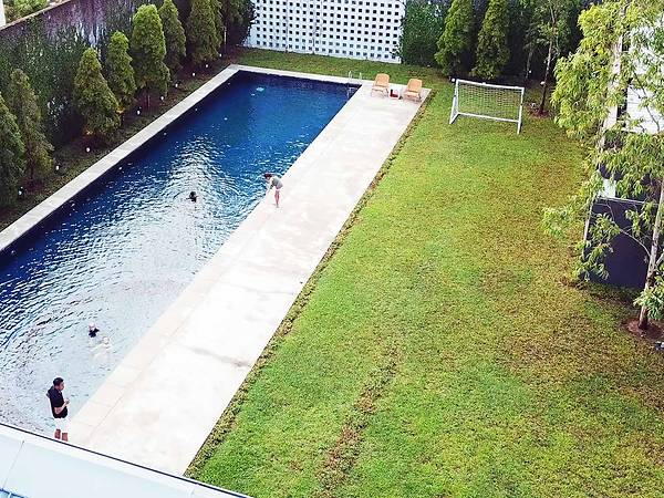 SG Family Moves To Johor, Builds A 43,000 sqft Mansion Complete With Pool & Football Field - WORLD OF BUZZ 4