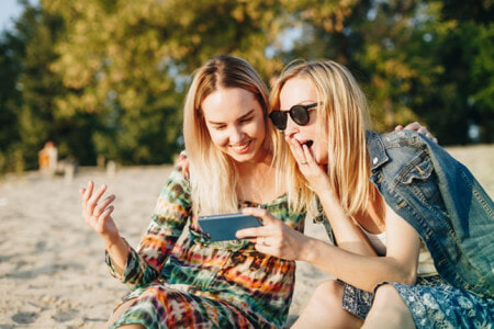 Study: Traveling With Your Girlfriends Can Increase Life Expectancy & Boosts Happiness! - WORLD OF BUZZ 3