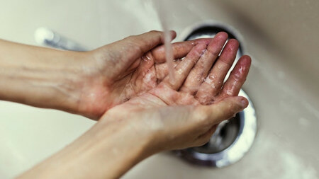 Loving Father Endures Washing Hands With Strong Solvent So He Won't Embarrass His Daughter - WORLD OF BUZZ 1