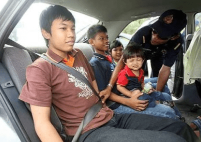 Back-Seat Passengers Who Don't Wear Seat Belts To Be Strictly Charged RM300 This Year - WORLD OF BUZZ 2