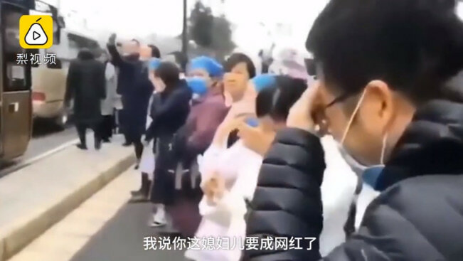 """I Love You!"" Man Breaks Down & Cries As Nurse Wife Boards Bus to Help Fight Wuhan Virus - WORLD OF BUZZ 5"