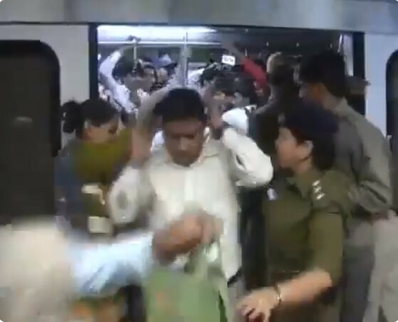 Men Travelling In Ladies-Only Train Coach Punished with Tight Slaps By Police Officers - WORLD OF BUZZ