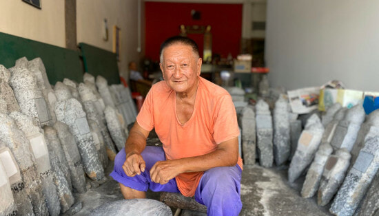 M'sian Carver Made Headstones for 40 Years By Hand, Can Even Write Jawi For Muslim Graves - WORLD OF BUZZ 2