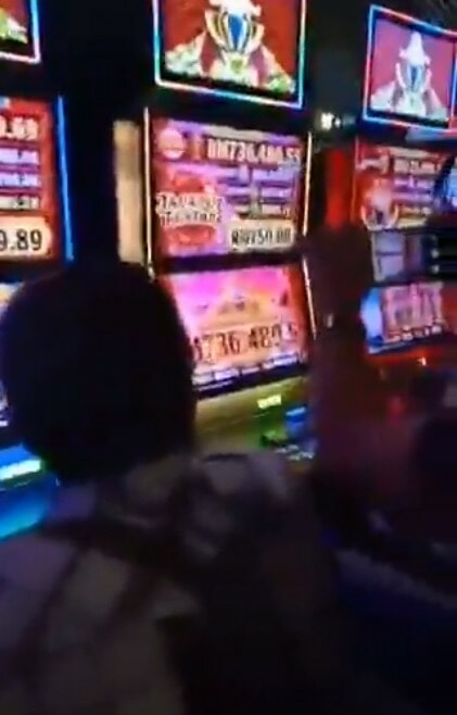 Viral Video Shows Lucky Person Winning Over RM730,000 At Genting Highlands Slot Machine During CNY - WORLD OF BUZZ