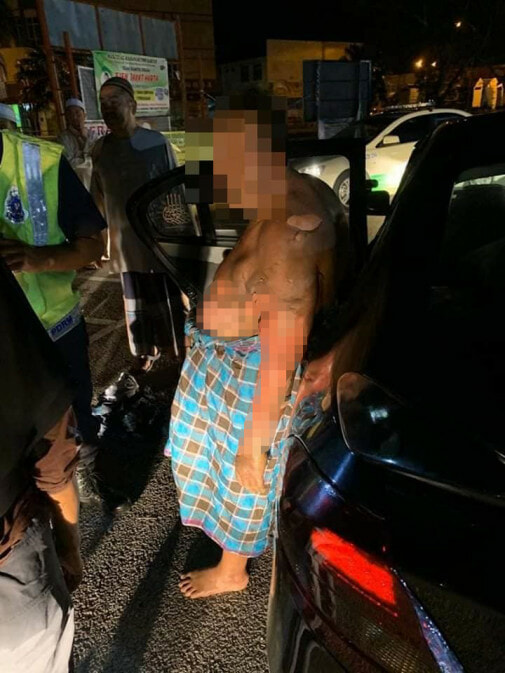 67yo M'sian at Mosque Suffers Severe Burns After Masked Man Splashes Kerosene & Sets Him On Fire - WORLD OF BUZZ 2