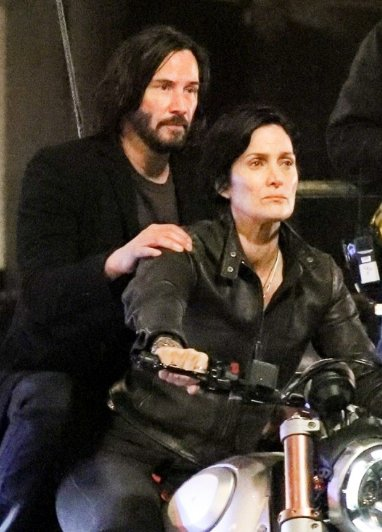 Keanu Fans Unite, This Is Your FIRST LOOK Of Him As Neo In The Upcoming Matrix 4 Movie! - WORLD OF BUZZ 3