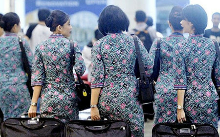 "M'sian Air Stewardess Was ""Inhumanely"" Sacked For Being 0.7kg Over Airline's Weight Standard - WORLD OF BUZZ"